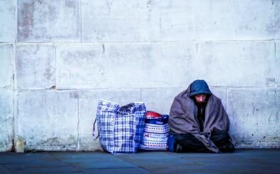 Ráno bylo v Česku i −20 °C. Lidé posílají osobám bez domova Nocleženky, aby nespaly v mrazech