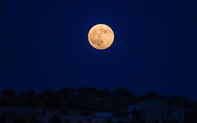 Ráno si nastav budík, uvidíš totiž oveľa menší Mesiac, na aký si zvyknutý. Bude o vyše desatinu menší