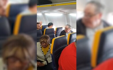 Pasažér v Ryanairu odmítl sedět vedle černošky. Posádka ženu požádala, aby si odsedla