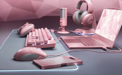 Razer myslí i na ženy. Ke dni sv. Valentýna představuje růžovou edici notebooku a doplňků