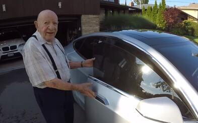Reakce 97letého dědečka na futuristickou Teslu jeho vnuka rozzáří den i tobě. Stařeček nechápal, do čeho to nastupuje