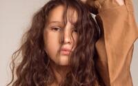 Rebeka Kmeťová je mladý spevácky R&B talent. Počúvaj debut Namotáš, ktorý ocenil aj Rytmus