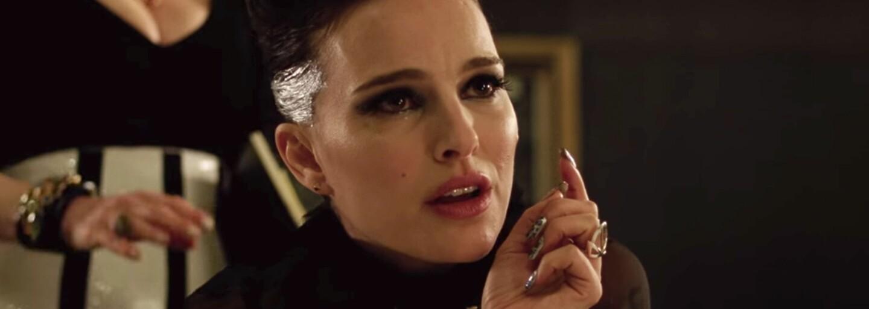 Rebelka Natalie Portman se představuje jako kontroverzní popová megahvězda v kritiky milovaném hudebním dramatu