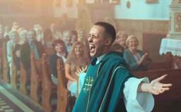 Recenzia: Corpus Christi konkuroval Parazitovi. Vynikajúci poľský film o viere a náboženstve sa bude páčiť najmä ateistom