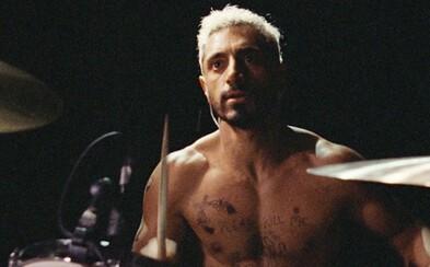 Recenzia: Riz Ahmed je metalový bubeník Ruben, ktorý príde o sluch. V emotívnej dráme Sound of Metal sa vyrovnáva s trpkým osudom