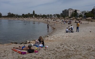 Řecko v sobotu otevírá pláže, platit budou velmi přísné podmínky: Žádné čerstvé jídlo, žádný alkohol a minimum lidí