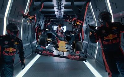 Red Bull dokázal přezout auto Formule 1 ve stavu beztíže. Unikátní video zveřejnili na YouTube