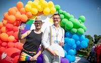 Ředitel Prague Pride Tom Bílý: Většina LGBT+ lidí se outuje v průběhu celého života. Není to jednorázová záležitost (Rozhovor)