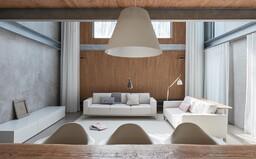 Redizajn interiéru po 12 rokoch bývania, ktorý dodal plechovej stavbe potrebnú jemnosť a gráciu