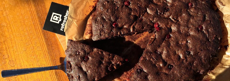 REFRESHER recept: Brownies s červeným rybízem, které vás zaručeně dostanou do kolen
