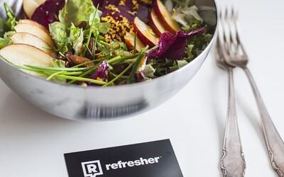 Refresher recept: Šalát z čerstých nektariniek, kozieho syru a mandlí