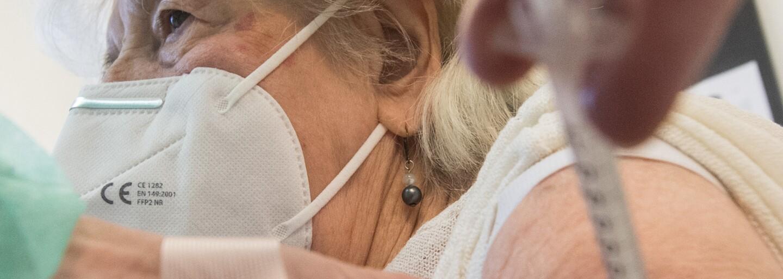Registrace covid 65+: Jak se registrovat na očkování a kdy to bude možné