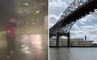 Řeka tekla opačně, kasino skončilo pod mostem a reportéra téměř trefil blesk. USA zasáhl hurikán Laura