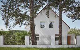 Rekonštrukcia prvorepublikovej víkendovej usadlosti na sofistikovanú vilu s fontánou pod oknami