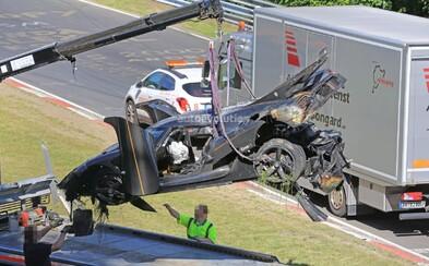 Rekord Koenigseggu na Nürburgringu se nekoná, 1300koňový hypersport měl hrůzostrašnou nehodu!