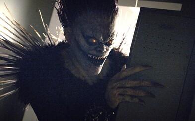 Remake Death Note od Netflixu vyměnil to, co jsme milovali na původním anime, za nefunkční pokus o romantické drama (Recenze)