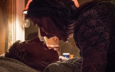 Remake hororu Nenávisť bude plný desivých a nechutných scén. Krvavý trailer sľubuje množstvo strašidelných výjavov