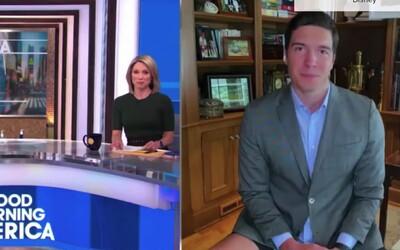 Reportér v televízii si zabudol obliecť nohavice. V trenkách, košeli a saku vysielal naživo z domu