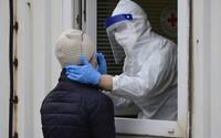 Respirátory všude a restaurace jen pro očkované. Vláda uvažuje o zpřísnění opatření