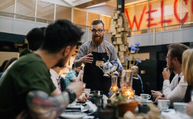 Restaurace, která není restaurací a vybírá si své hosty? Kreativní večeře Forbidden Taste v Praze