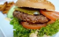 Restaurace nabízela burgery s příchutí lidského masa. Kuchař se inspiroval lidmi, kteří ho doopravdy jedli