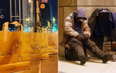 Restaurace nechává bezdomovcům každý večer tašky plné jídla. Místo kontejneru putují těm, kteří to opravdu potřebují
