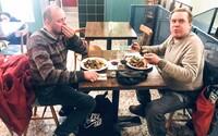 Restaurace v Praze rozdává zdarma každou neděli jídlo lidem bez domova