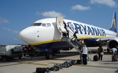 Revoluce! Ryanair začne konečně nabízet přestupní letenky, přičemž budeš brzy moci odletět klidně i do USA