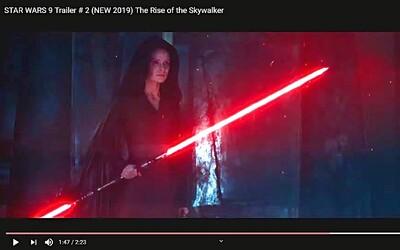 Rey ovládá duální světelný meč! V novém traileru pro Star Wars: Episode IX z něj šíří temnou sílu