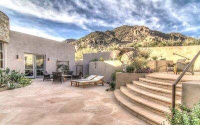 Rezidencia s nádychom luxusu v skalách nad mestom North Scottsdale