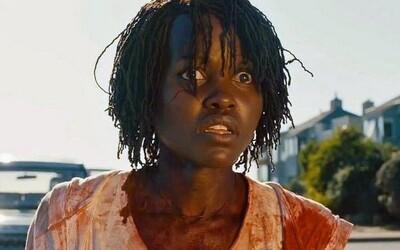 Režisér Get Out nás v kinách vydesí psychologickým hororom Us. Černošská rodina v ňom bojuje o život proti svojim klonom