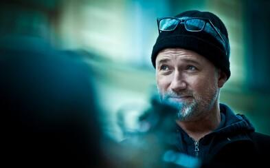 Režisér Gone Girl, David Fincher, dostal so svojim novým seriálom od HBO stopku. Čo sa stalo?
