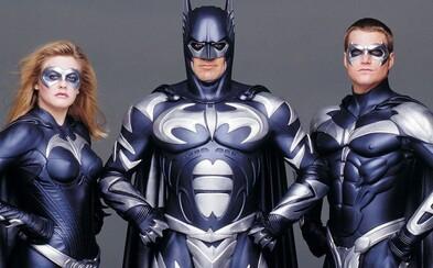 Režisér Joel Schumacher si sype popol na hlavu a 20 rokov po premiére sa ospravedlňuje za katastrofálnu komiksovku Batman & Robin