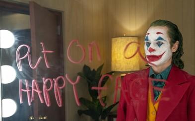 Režisér Jokera o dvojke nepremýšľal a Joaquin Phoenix sa na pľaci rehotal každý deň. Film bol pôvodne dlhší o pol hodinu