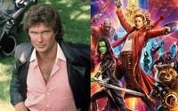 Režisér Strážcov Galaxie James Gunn by sa mal spojiť s Davidom Hasselhoffom a prebrať k životu seriál Knight Rider