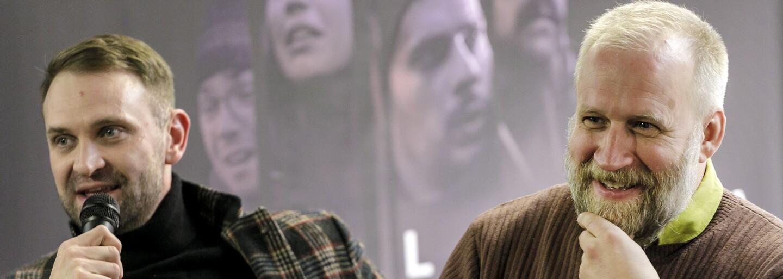 Režisér Trhliny točí film o Slovákoch, ktorí utiekli z Osvienčimu. Pomáha mu s ním Michael Douglas