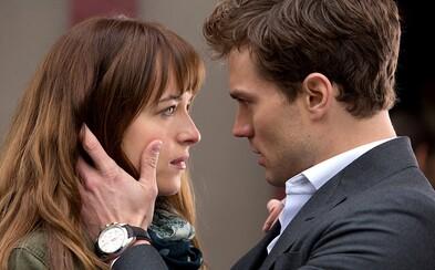 Režisérka Fifty Shades of Grey ľutuje, že sa dala na natáčanie filmu nahovoriť. Spolupráca so spisovateľkou predlohy bola údajne otrasná