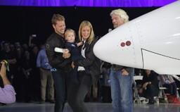 Richard Branson a jeho Virgin Galactic představili nový raketoplán určený k vesmírné turistice. Prohlédněte si VSS Unity
