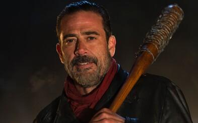 Rick a členovia jeho skupiny hľadia smrti do očí na nových plagátoch pre siedmu sériu The Walking Dead