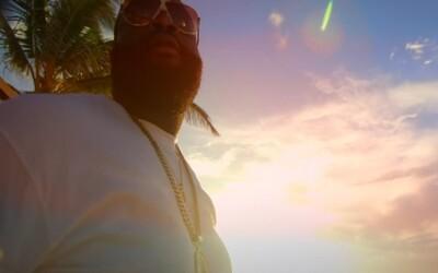 Rick Ross si užíva slnko v klipe na Supreme