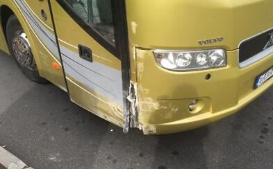 Řidič autobusu z Liberce do Prahy zkolaboval za jízdy. Cestující za něj pohotově převzal řízení