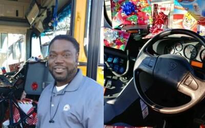 Řidič školního autobusu celý rok šetřil, aby všem dětem koupil vánoční dárky