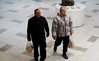 Řidič v Praze srazil 80letého seniora a ujel. Policie v souvislosti s nehodou hledá dva muže