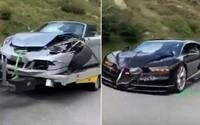 Řidiči luxusních aut chtěli předjet karavan. Způsobili autonehodu za více než 86 000 000 Kč