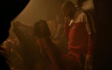 Rihanna se v novém klipu nestydatě otírá o Drakeův rozkrok. Podívej se na vizuál k písni Work