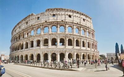 Rím už má turistov plné zuby. Chce obmedziť prístup k pamiatkám, zakázať zámky lásky a zabrániť ľuďom kúpať sa vo fontánach