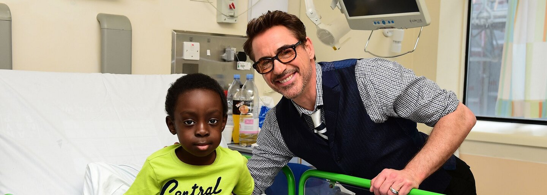 Robert Downey Jr. navštívil choré deti v Londýne, niektoré dokonca pozval na predpremiéru Civil War