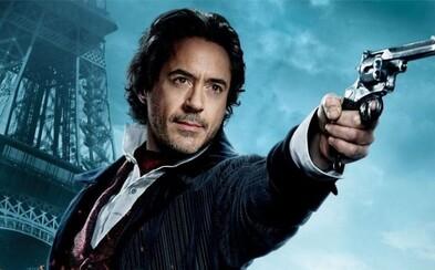 Robert Downey Jr. si chce do tretice zahrať Sherlocka Holmesa pod taktovkou Guya Ritchieho. Kedy sa ho však dočkáme?