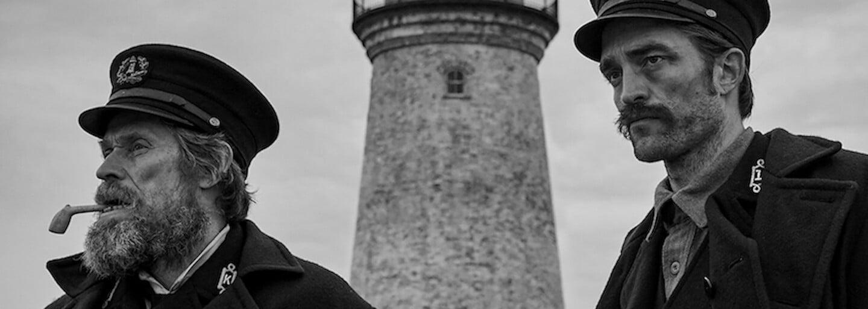 Robert Pattinson a Willem Dafoe sa v izolácii záhadného majáku stávajú desivými šialencami