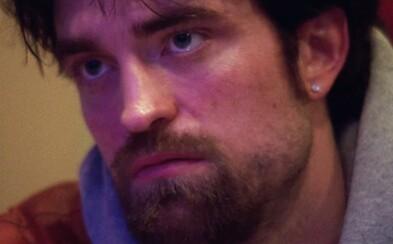 Robert Pattinson musí za noc zohnať balík peňazí, inak jeho brat zomrie. Trailer pre drámu Good Time vám ukáže, ako to plánuje spraviť